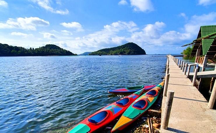 Chèo thuyền kayak khi du lịch đảo Bà Lụa