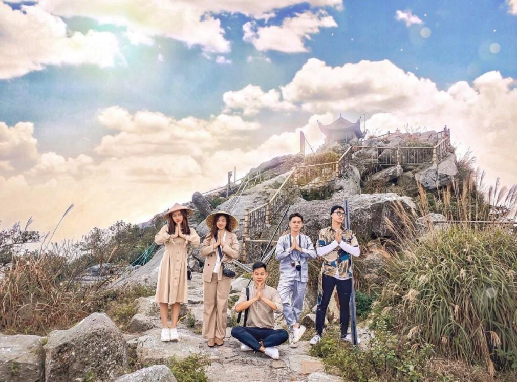 Hành hương về núi yên tử