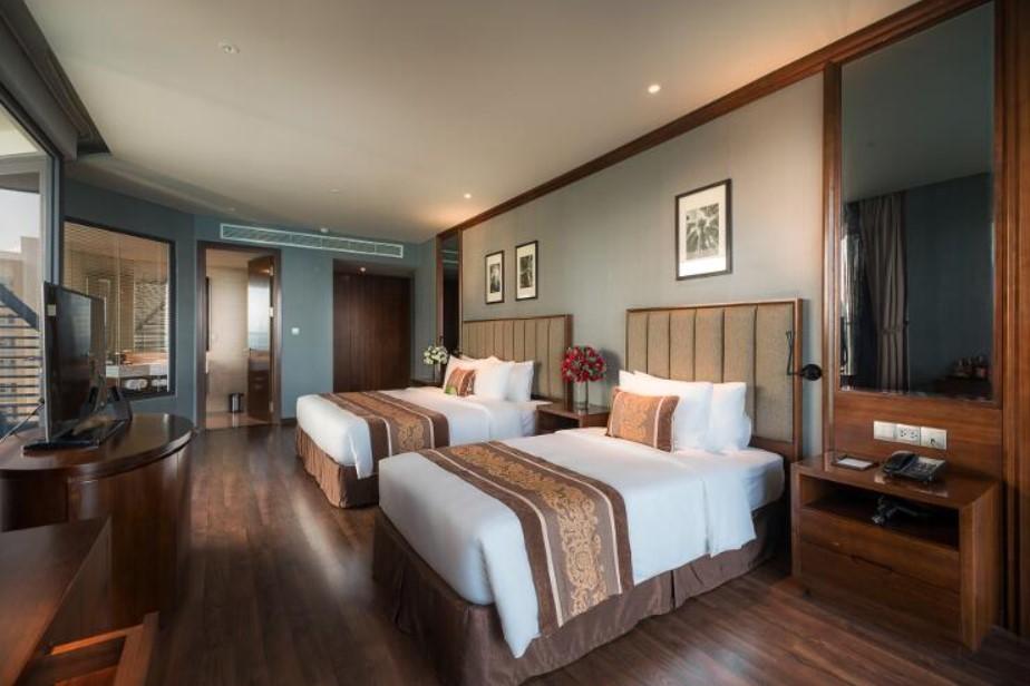 Top 7 khách sạn Nha Trang gần biển 5 sao 1