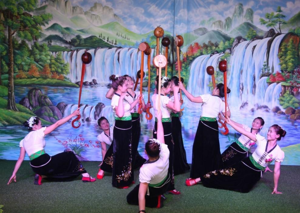 Du lịch Cao Bằng khám phá làng rèn Phúc SEn 2