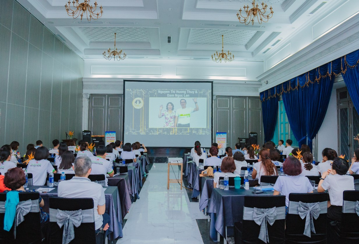 Tổ chức sự kiện hội nghị khách hàng 8