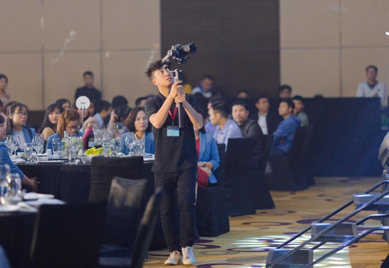 Bảng giá quay phim sự kiện chuyên nghiệp tại Luxtour 9