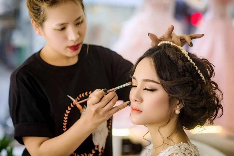 nhân sự trang điểm - make up sự kiện 2
