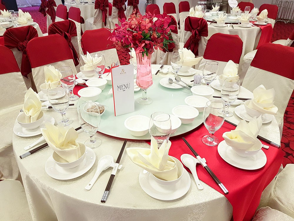 Cho thuê bàn ghế sự kiện - Luxtour 1