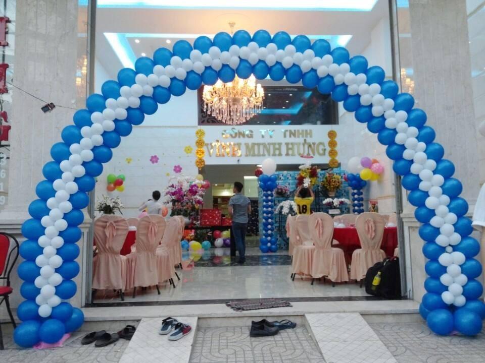 Cho thuê cổng bong bóng sự kiện - Luxtour 2