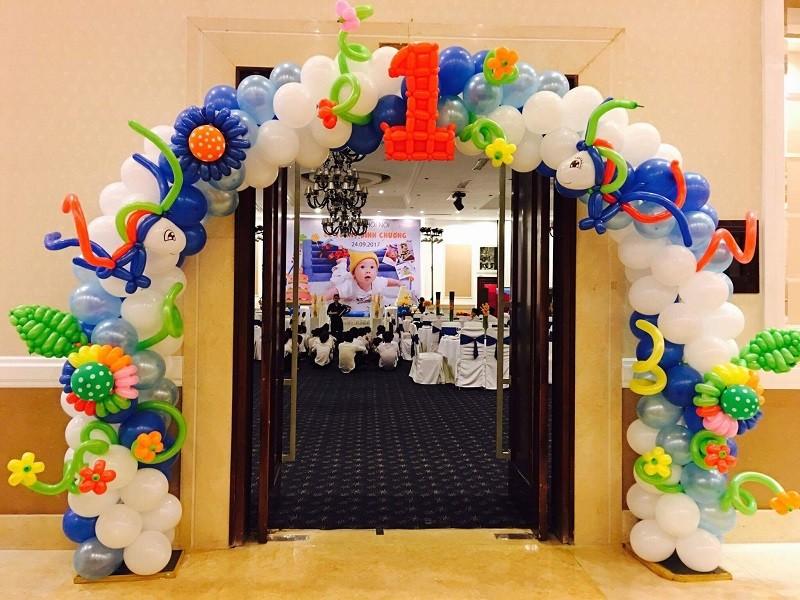 Cho thuê cổng bong bóng sự kiện - Luxtour 3