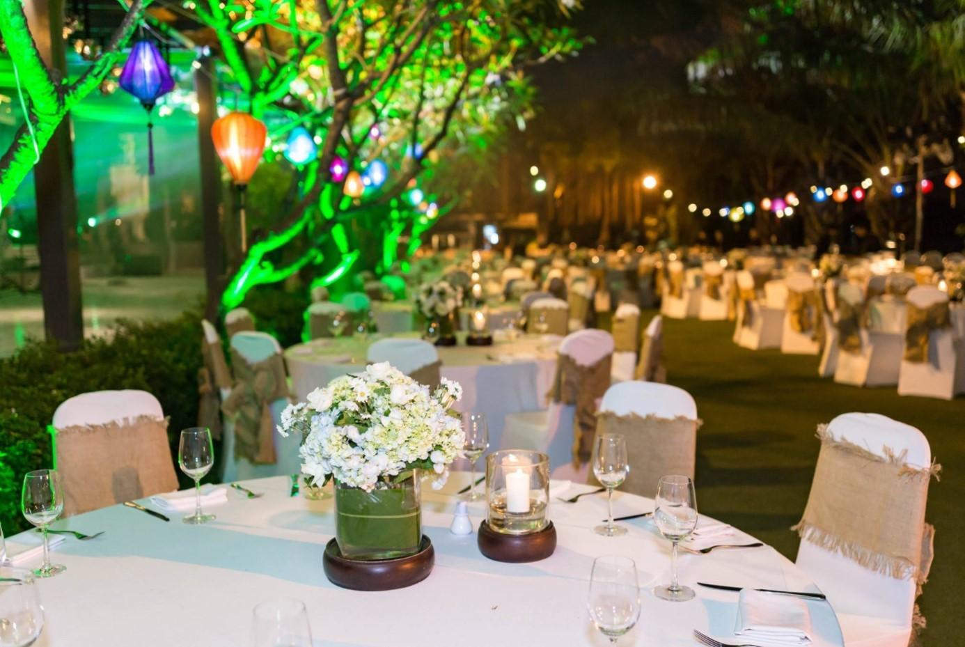 Địa điểm tổ chức gala dinner ngoài trời - Luxtour 14