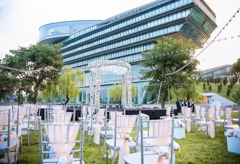 Địa điểm tổ chức gala dinner ngoài trời - Luxtour 7