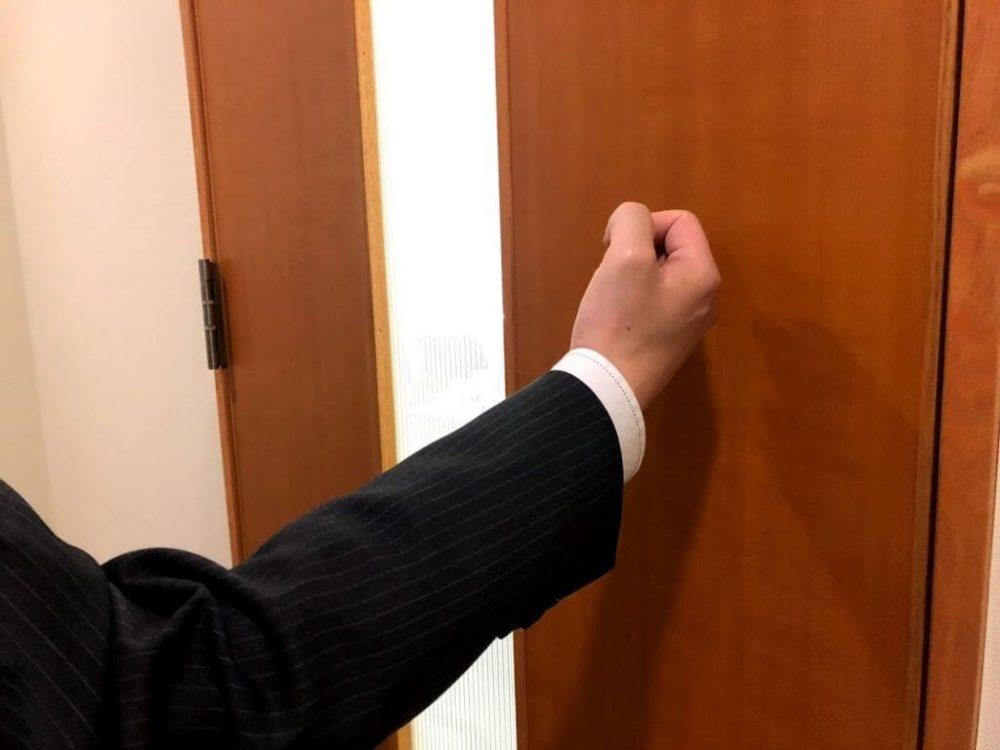 Tại sao phải gõ cửa 3 lần khi vào phòng khách sạn - Luxtour 1