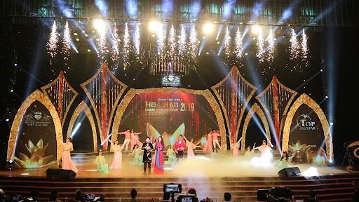 Thiết kế sân khấu sự kiện - Luxtour 3