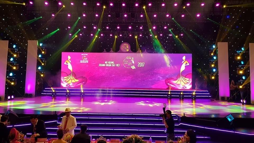 Thiết kế sân khấu sự kiện - Luxtour 9