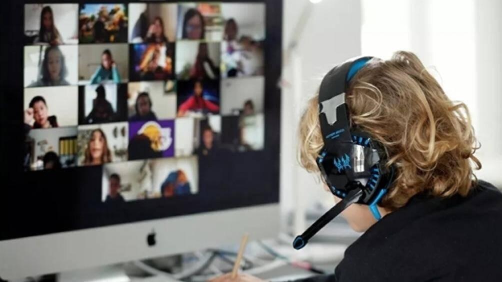 Tổ chức team building online - Luxtour 4