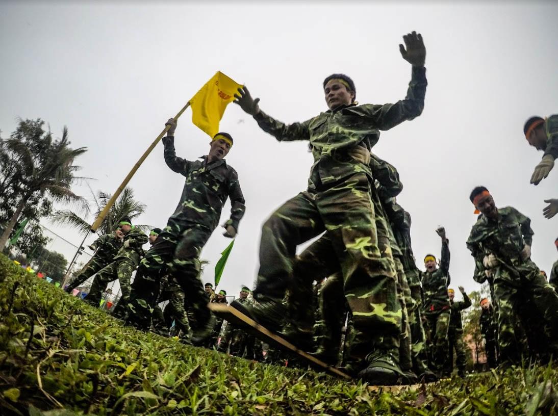 Trò chơi Team Building quân đội - Luxtour 6